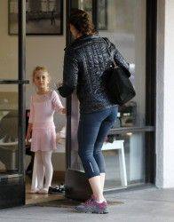 Jennifer Garner - out in Pacific Palisades 12/13/13