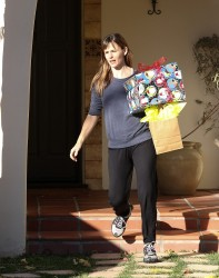 Jennifer Garner - out in Pacific Palisades 12/20/13