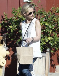 Sarah Michelle Gellar - out in Brentwood 12/28/13
