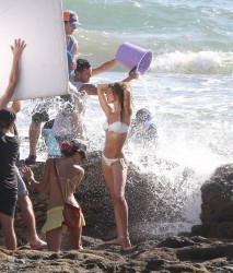 Gisele Bundchen � Bikini Photoshoot (for H&M) Candids in Costa Rica, January 12 2014 x26MQs