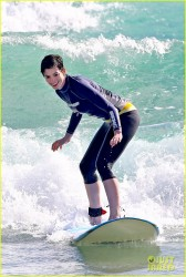 Anne Hathaway - Hawaii Beach Pics - January 2014