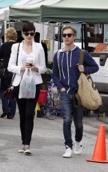 Anne Hathaway - at the farmers market in Beverly Hills 1/26/14