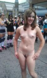 Голая девушка на гей-параде
