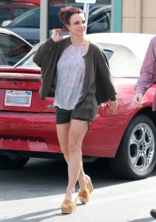 Britney Spears - Out for lunch in Agoura Hills 2/22/14