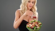 Jenny McCarthy - Cranberry Apple Walnut Grilled Chicken Salad + BTS