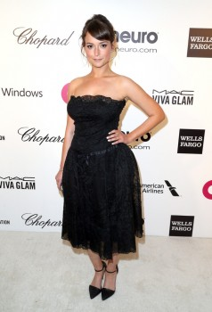 Milana Vayntrub - 22nd Annual Elton John AIDS Foundation x3MQ