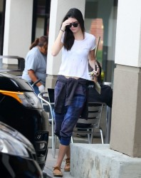 Kendall Jenner - Leaving a salon in Calabasas 3/7/14