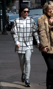 Nuevas fotos UHQ sin marcas de Rita Ora caminando en NY- 13 Marzo