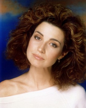 ANNIE POTTS headshot