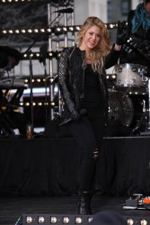 Shakira - Performing on the 'Today Show' in NYC 3/26/14
