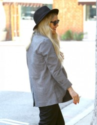 Ashlee Simpson - Arriving to Jessica's office in Westwood 3/28/14