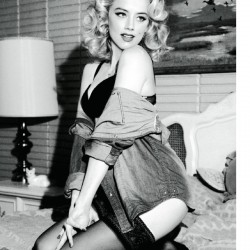 Amber Heard bra top not naked DT Magazine