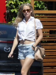 Kate Hudson - Leaving Organic Creations in Santa Monica 4/9/14