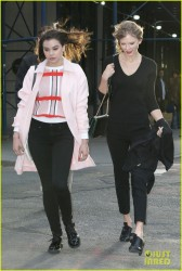 Taylor Swift & Hailee Steinfeld - Hanging out in NYC 4/27/14