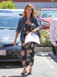 Jessica Alba - Heading to her office in Santa Monica 5/15/14