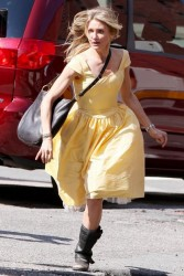 Cameron Diaz windy on set of Knight and Day 8/23/09