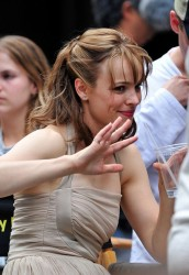 Rachel McAdams running in a dress and heels on the set of �Morning Glory� 7/20/09