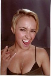 Hayden Panettiere - Scream 4 Behind The Scenes Pics