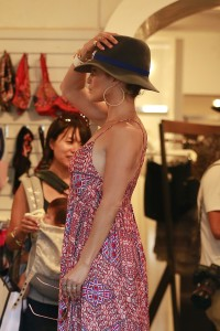 352428342186111 Jennifer Lopez and Leah Remini shopping at Fred Segal in L.A. (July 30, 2014) candids