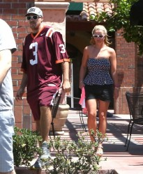 Britney Spears - Having lunch in Sherman Oaks 8/13/14