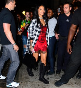 a85fcb346438855 Rihanna arriving to VIP Nightclub (August 18, 2014) candids