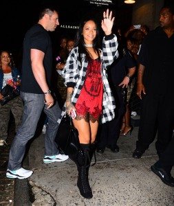 e539ae346438655 Rihanna arriving to VIP Nightclub (August 18, 2014) candids