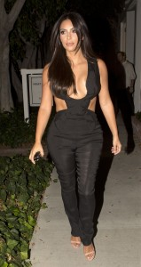 020c4e346465497 Kim Kardashian leaving the Fig & Olive restaurant in West Hollywood, August 20 x 35 HQs candids