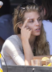 53935d346464891 AnnaLynne McCords dress blew up to reveal her underwear in Venice, August 20 x 31 HQs candids