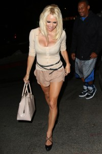 9f7234346464381 Pamela Anderson leaving Chateau Marmont in Los Angeles, August 20 x 21 HQs candids