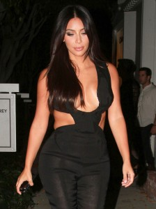 a9eb89346465741 Kim Kardashian leaving the Fig & Olive restaurant in West Hollywood, August 20 x 35 HQs candids
