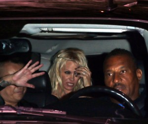 b408da346464332 Pamela Anderson leaving Chateau Marmont in Los Angeles, August 20 x 21 HQs candids