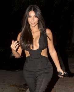 ea4076346465717 Kim Kardashian leaving the Fig & Olive restaurant in West Hollywood, August 20 x 35 HQs candids