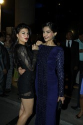Sonam Kapoor helps Jacqueline Fernandez fix a wardrobe malfunction at the 59th Idea Filmfare Awards Nominations Party 1/16/14