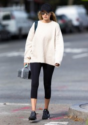 Gigi Hadid - Going to the gym in NYC 10/15/14