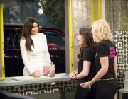 Kim Kardashian in '2 Broke Girls' x1 promo plus 2 bonuses