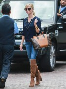 Reese Witherspoon stops by the Peninsula Hotel in Beverly Hills October 30-2014 x20