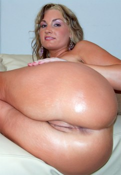 Anal and Squirting with Flower Tucci Cover