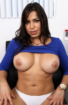 Amateur Latina Milf Wants To be a Porn Star 720p Cover