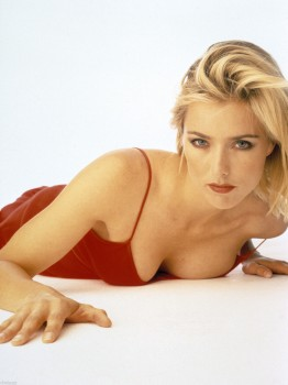 Tea Leoni: Sexy In Red Dress *Cleavage* HQ x 1