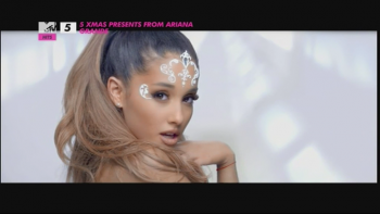 5 Xmas Presents From Ariana Grande 576p SDMania