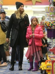 Jessica Alba - Shopping in Beverly Hills 1/10/15