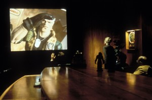 Солдатики / Small soldiers (1998) Кирстен Данст , Томми Ли Джонс (голос) E3c383383637452