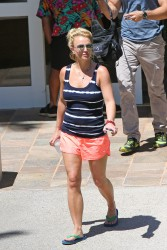 Britney Spears - Out & About in Hawaii, March 26, 2015 x3 HQ